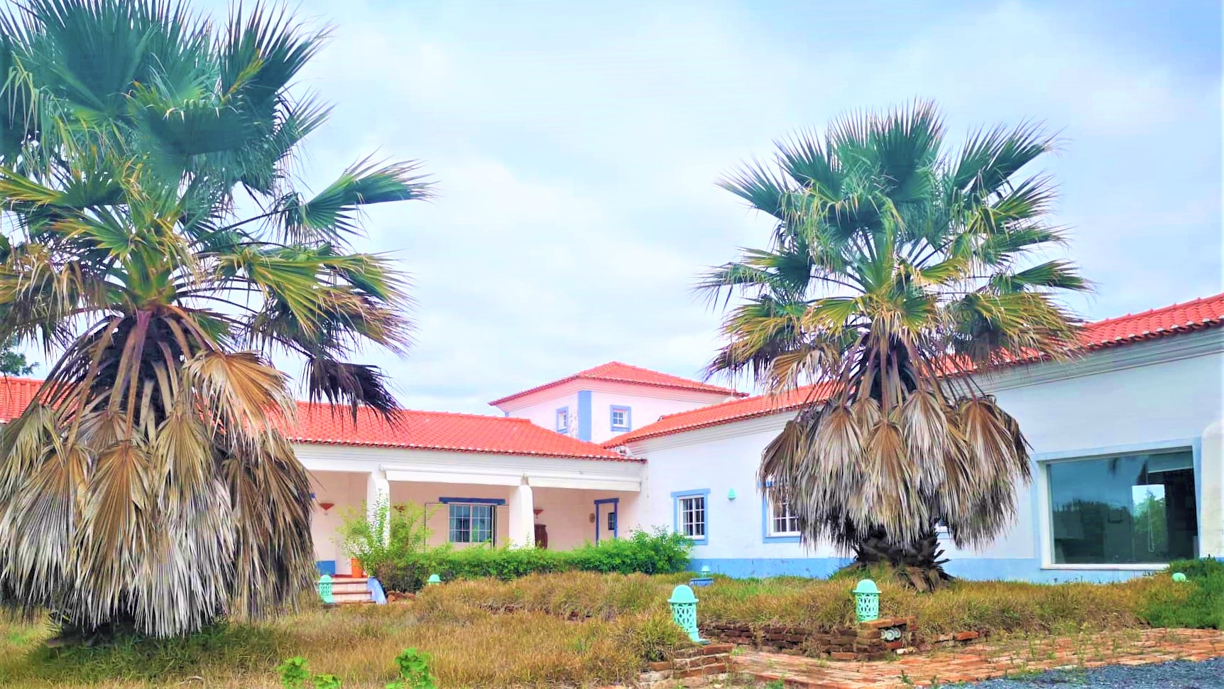 Typical Alentejo villa in excellent habitability conditions, 2.4 hectares of flat land.