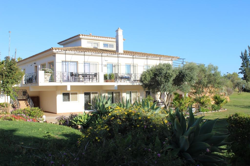 A beautiful and well maintained 1-bedroom apartment on a 9-holes golfcourse near Fuseta – REDUCED