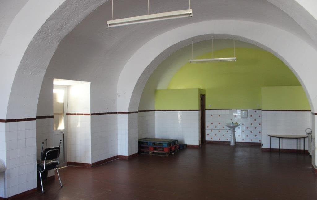 B1922 09 interior