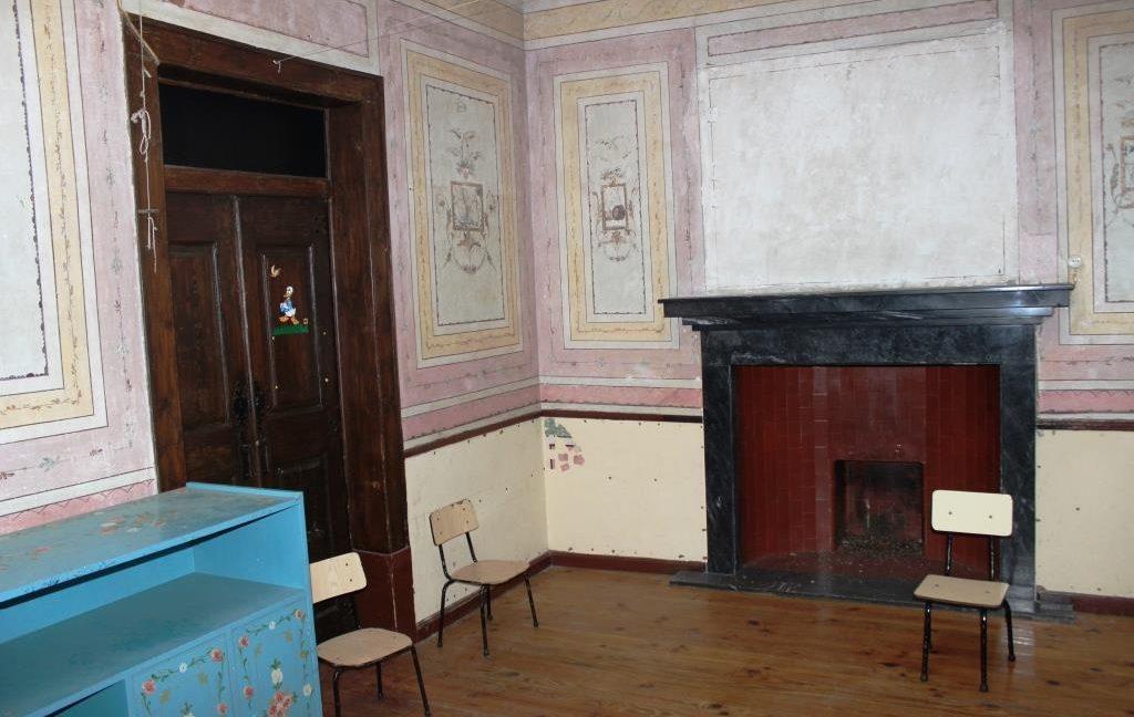 B1922 15 interior
