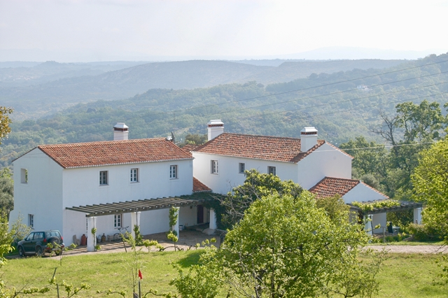 Alentejo, a unique property with 2 pools, a guesthouse and the most spectacular views over the valleys.