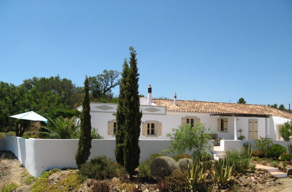 A beautiful and very well maintained traditional 3-bedroom cottage near Tavira