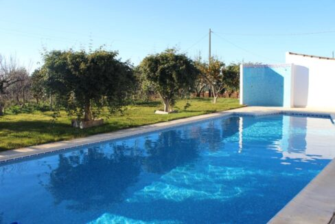 V1821 03 pool