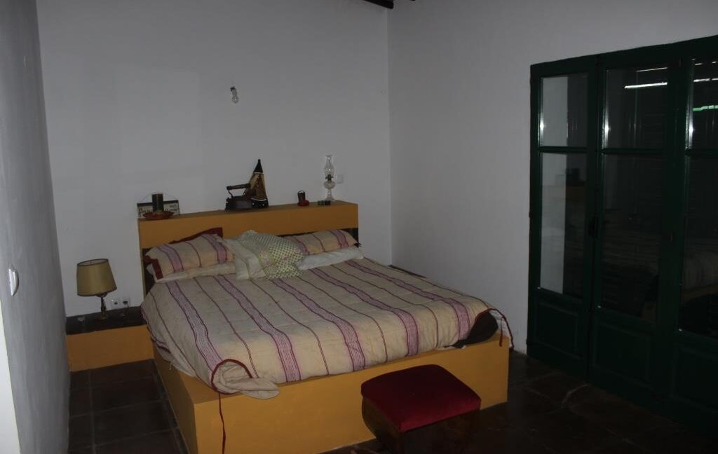 V1821 04 bed