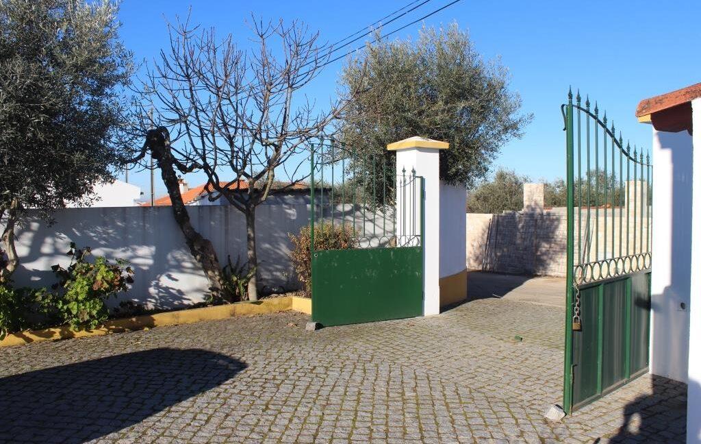 V1821 13 entrance