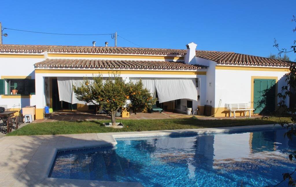 V1821 15 pool villa
