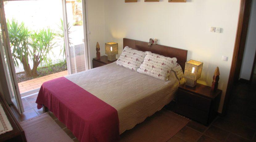 V1829 06 bed