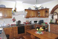 V1846 02 kitchen
