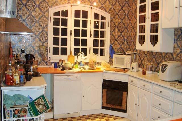 V1897 04 kitchen