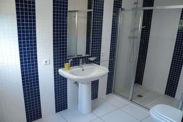 V1897 05 shower