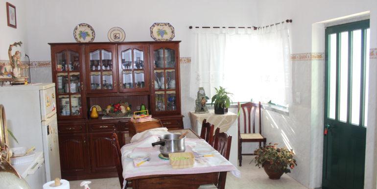 V1918 03 kitchen