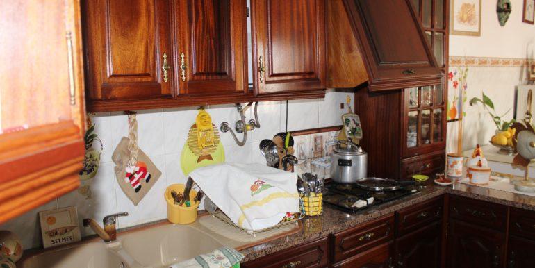 V1918 06 kitchen