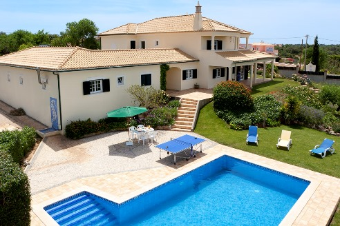 A fantastic 5-bedroom villa with pool with amazing views.