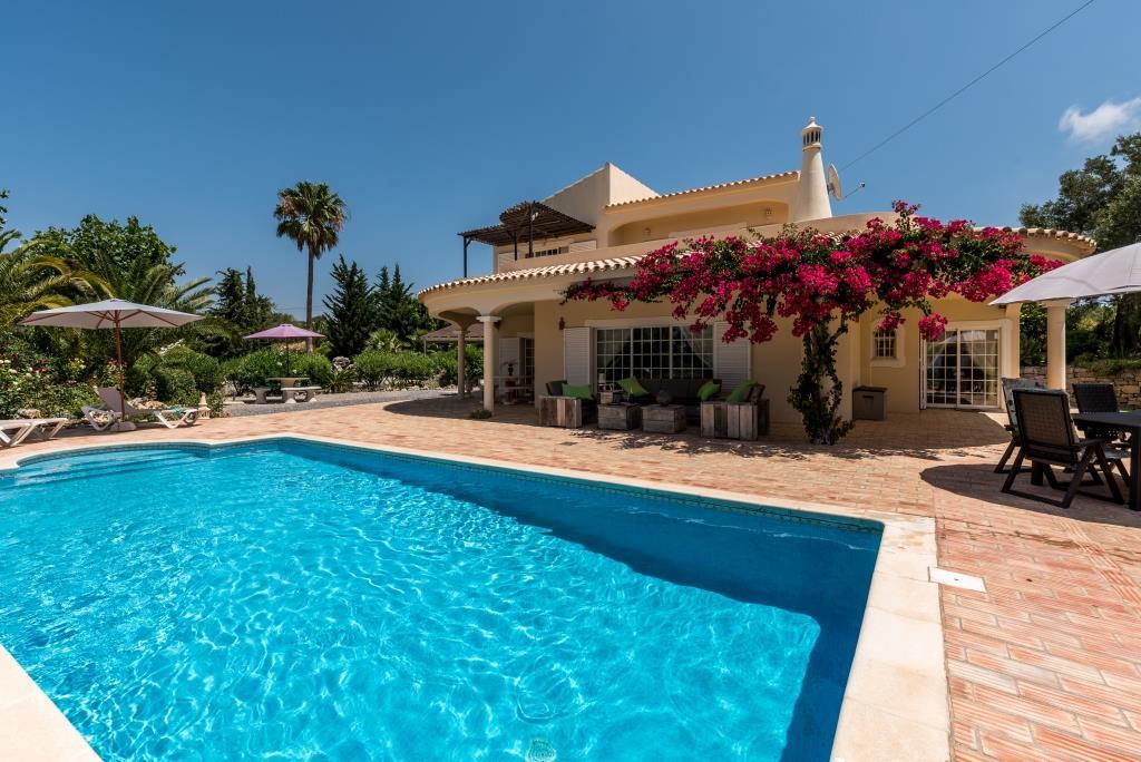 Villa, 3-bedroom, pool, near Santa Barbara de Nexe