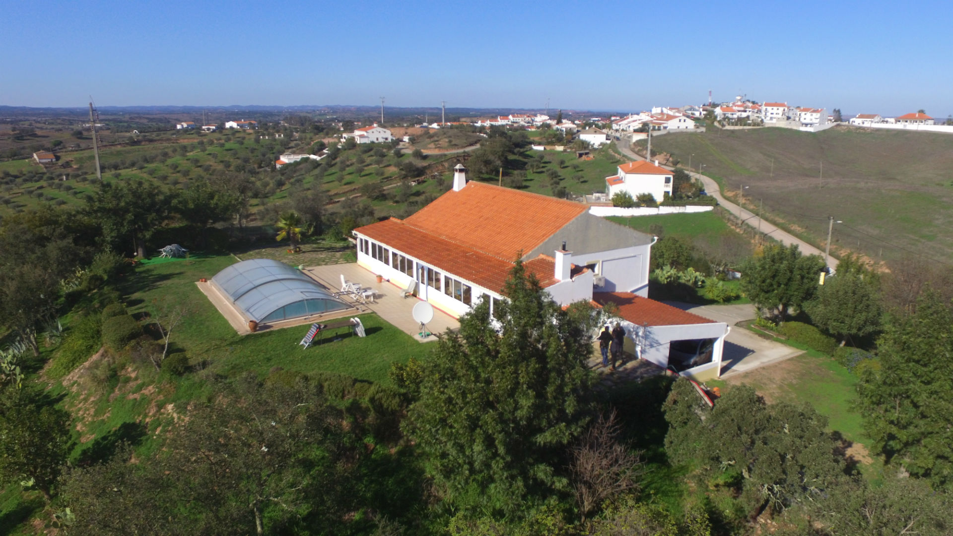 A 4-bedroom villa with pool in the outskirts of Ourique, Alentejo, with lovely country views.