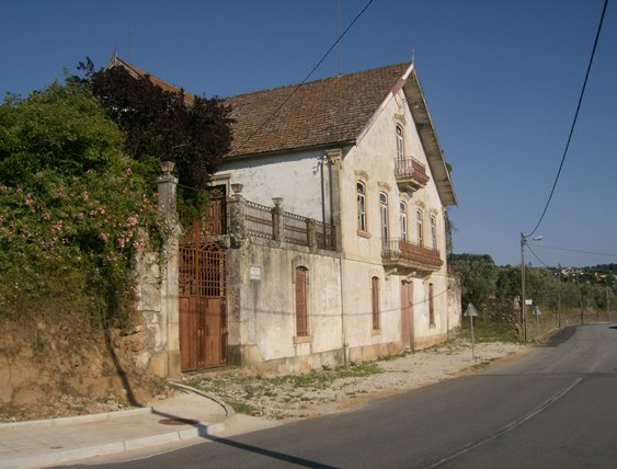 Old Quinta which could be restored and used as B&B in Armamar-Douro