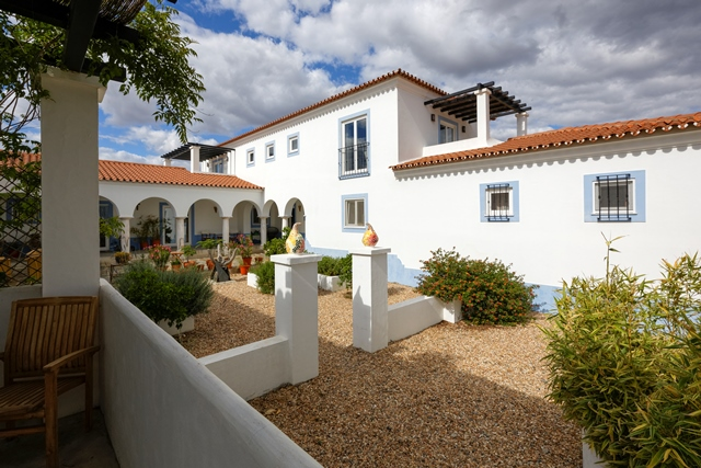 Quinta, new build, traditional style, spacious B&B with 12 rooms in Alandroal, Alentejo