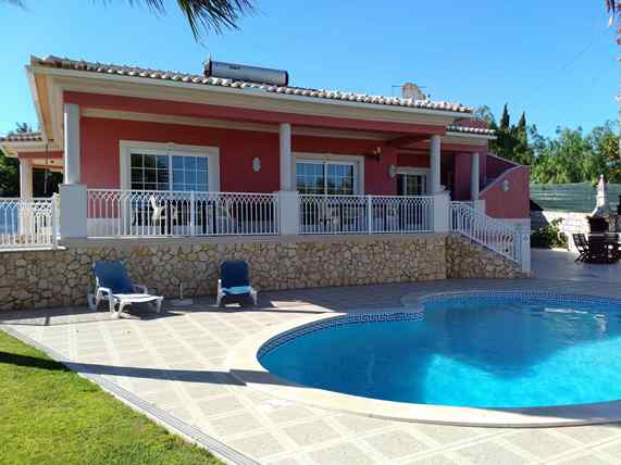 A 4-bedroom villa with pool and with panoramic ocean views in Boliqueime