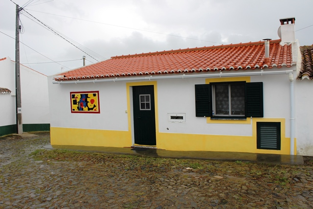 Alentejo, a very well maintained 2-bedroom traditional cottage in a small quiet village, Bens near Mertola