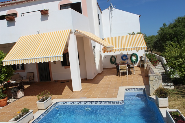 A very well restored 3-bedroom house with pool in Bordeira, Faro